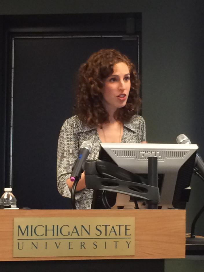 Author Elizabeth Green speaks to EWA members in Detroit on Oct. 21, 2014. (Emily Richmond/EWA)