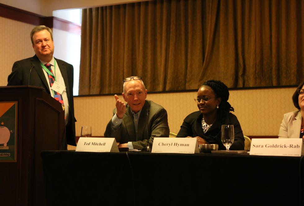 Scott Jaschik, left, moderates EWA's National Seminar session on community colleges on April 21, 2015.
