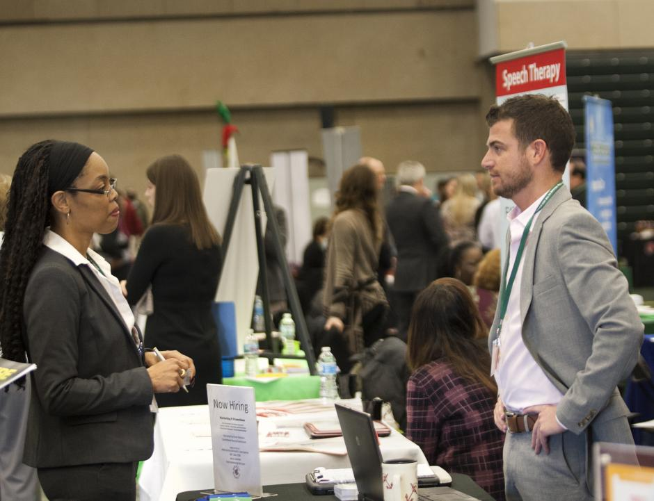 A job fair at the College of DuPage (Flickr/COD Newsroom, CC BY 2.0)