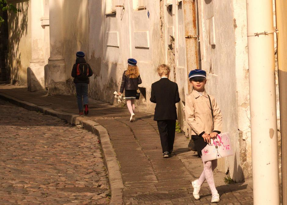 Estonian students on their way to school. (Flickr/B Miller)