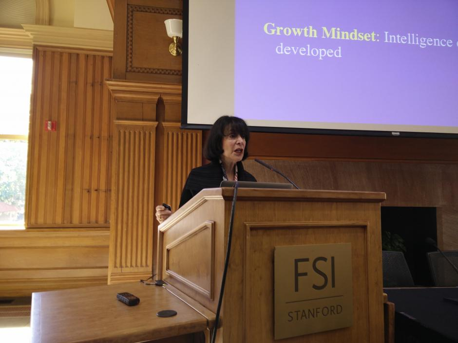 Carol Dweck addresses reporters at EWA's seminar on Motivation on the Stanford University campus, Nov. 11, 2015 (Photo credit: EWA/Michael Marriott)