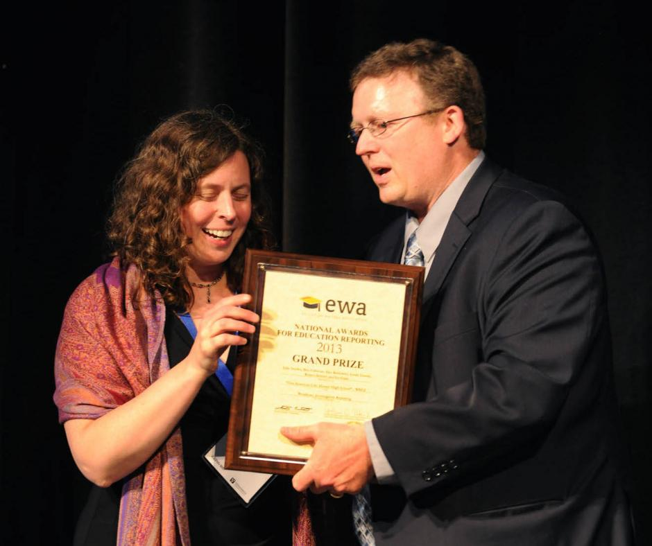 Scott Elliott, president of the EWA Board of Directors, presents reporter Linda Lutton of WBEZ Chicago with the Fred M. Hechinger Prize for Distinguished Education Reporting on May 18, 2014, during EWA's 67th National Seminar at Vanderbilt University in Nashville, Tenn.