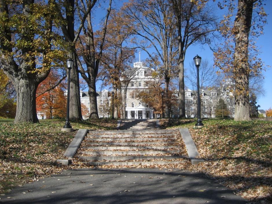 Swarthmore College, where 13 percent of the student body receives Pell grants, has an endowment of $1.5 billion, and spent 3.7 percent of it in 2013.By Kungming2 CC BY 3.0, via Wikimedia Commons