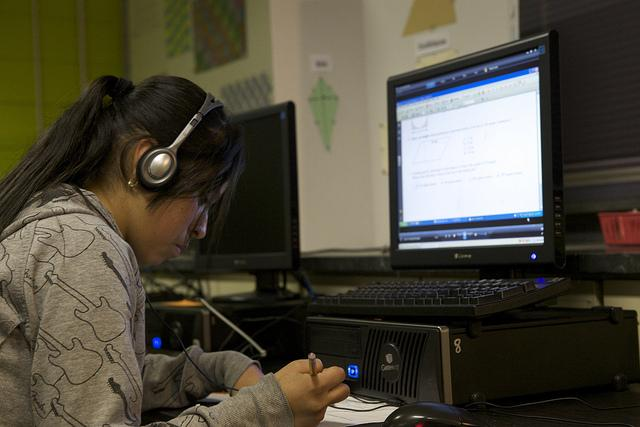 A student works in a computer lab at a school in Portland, Oregon. (Flickr/U.S. Department of Education)