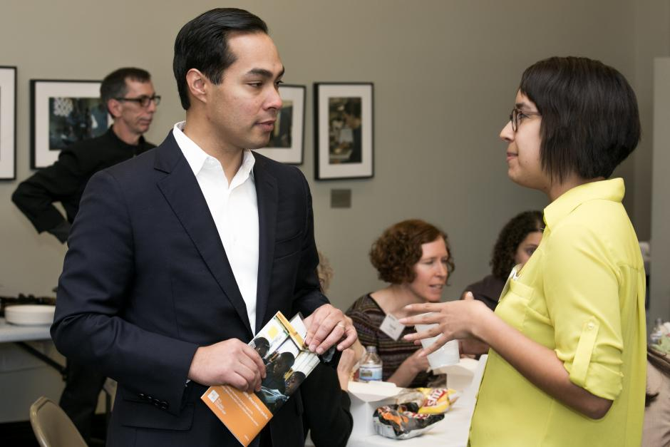 San Antonio Mayor Julián Castro talks to Carolina Astrain of the Victoria Advocate at EWA's Feb. 2014 conference on early childhood education.
