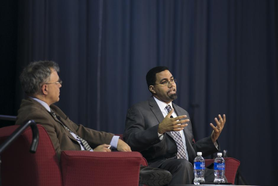 Greg Toppo of USA Today, left, facilitates a keynote by U.S. Secretary of Education John King at EWA's 69th National Seminar Monday, May 2. (Photo by Katherine Taylor for EWA)