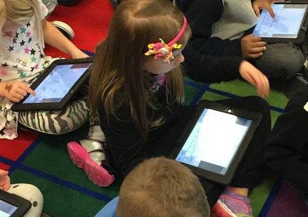Kindergarten students at Atkinton Elementary School in Farmington, Minn. use their district-issued iPads. (Credit: Farmington Area Public Schools.)