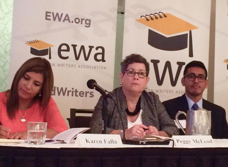 Karen Falla of Univisión Dallas, left, moderated a discussion on standardized testing and the opt-out movement with panelists Peggy McLeod of National Council of La Raza, José Palma of the University of Minnesota, and Ruth Rodriguez of United Opt Out National (not pictured). Source: Leticia Espinosa/ Hoy